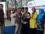 masker-manajemen-pt-semen-indonesia-membagikan-maske.jpg