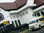 minibus-milik-djawatan-angkoetan-motor-repoeblik-indonesia-damri-bumn.jpg