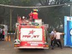 mobil-damkar-memasuki-area-kebakaran-di-di-pabrik-tekstil-pt-mertex-kabupaten-mojokerto.jpg