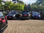 mobil-plat-merah-pns-tuban-saat-parkir-di-halaman-dprd-kabupaten-setempat.jpg