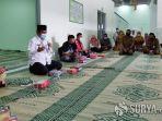 mohammad-qosim-pimpin-doa-bersama-di-stadion-joko-samudro-gresik.jpg