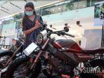 motor-custom-yang-dipamerkan-dalam-gelaran-sport-hobbies-exhibition-di-grand-city-mall-surabaya.jpg