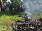 motor-pencuri-burung-di-pamekasan-madura-dibakar-warga_20170127_210259.jpg