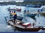 nelayan-di-pantai-sendang-biru-desa-tambakrejo-kabupaten-malang.jpg