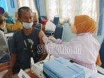 nelayan-di-prigi-kabupaten-trenggalek-suntikan-dosis-pertama-vaksin-covid-19.jpg