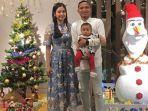 oktafianus-fernando-bersama-istri-dan-anaknya-merayakan-natal.jpg