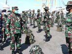 panglima-komando-lintas-laut-militer-kolinlamil-laksda-tni-irwan-achmadi-memeriksa-pasukan.jpg