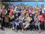 para-guru-smk-dr-soetomo-surabaya-menerima-bantuan-smartphone.jpg