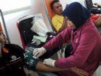 para-karyawan-pt-aplus-saat-mengikuti-acara-donor-darah_20161228_195237.jpg