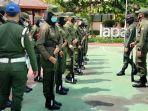para-mahasiswa-uwks-tergabung-dalam-menwa-resimen-mahasiswa-melakukan-latihan-militer.jpg