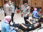 para-pejabat-utama-polda-jatim-saat-mendonorkan-darahnya.jpg