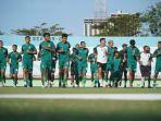 para-pemain-persebaya-surabaya-saat-menjalani-latihan-menyambut-kompetisi-liga-1-2021.jpg