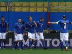 para-pemain-timnas-italia-saat-merayakan-gol-dalam-pertandingan-yang-dilakoni.jpg