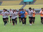 para-pemain-timnas-u-16-indonesia-saat-menggelar-latihan.jpg