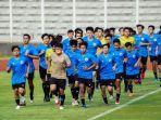 para-pemain-timnas-u-19-indoensia-saat-menjalani-latihan-di-satdion-madya-senayan-jakarta.jpg