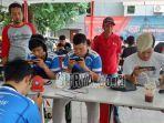 para-peserta-saat-beraksi-dalam-lomba-e-sport-pubg-mobile-dejavu-championship.jpg
