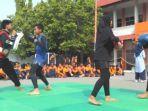 para-siswa-smp-muhammadiyah-12-gkb-gresik-mengikuti-kegiatan-pencat-silat.jpg