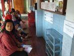 para-wali-murid-menunggu-di-teras-sdn-sentul-2-untuk-mendaftarkan-anaknya-ke-smp.jpg