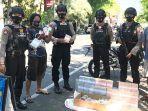 patroli-polisi-di-titik-jasa-penukaran-uang-di-lamongan.jpg