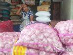 pedagang-bawang-putih-di-pasar-legi-kota-blitar.jpg