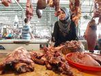 pedagang-daging-sapi-di-pasar-baru-jalan-gubernur-suryo-kecamatan-gresik-minggu-952021.jpg
