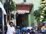 pedagang-di-jalan-sasak-surabaya-kibarkan-bendera-putih.jpg