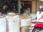 pedagang-di-salah-satu-pasar-kabupaten-ponorogo.jpg