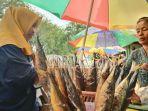 pedagang-ikan-asap-di-jalan-panglima-sudirman-kelurahan-karangsari.jpg