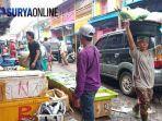 pedagang-pasar-ikan-pabean-meluber-di-kampung-heritage-surabaya-eri-cahyadi-2019-kudu-masuk-pasar.jpg