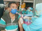 pedagang-pasar-ngemplak-tulungagung-disuntik-vaksin-covid-19.jpg