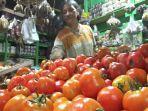 pedagang-tomat-di-pasar-baru-kota-probolinggo.jpg