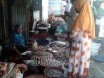 pedagang-udang-di-pasar-tradisional-kolpajung-pamekasan-rabu-342019.jpg