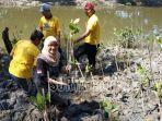 pegawai-pt-angkasa-pura-i-juanda-penanaman-bibit-pohon-mangrove.jpg