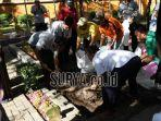 pekerja-menggali-liang-lahat-untuk-makam-alm-kh-sholahuddin-wahid-gus-sholah.jpg