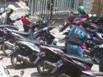 pelaku-membobol-motor-korban-di-parkiran-masjid-saat.jpg