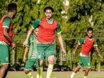 pemain-asing-persebaya-surabaya-mahmoud-eid-saat-menjalani.jpg