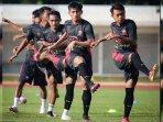 pemain-madura-united-saat-mengikuti-latihan-tim.jpg
