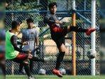 pemain-madura-united-saat-mengikuti-latihan.jpg