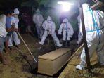 pemakaman-salah-satu-jenazah-pasien-covid-19-di-kota-surabaya.jpg