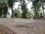 pembangunan-jalan-di-jalur-ngampon-bendo-kabupaten-trenggalek.jpg