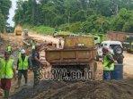 pembangunan-jalur-lintas-selatan-jls-tahap-ii-di-desa-srigonco-kecamatan-bantur.jpg