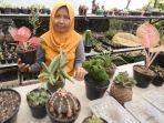 pemilik-surabaya-plants-fathiyah-amieni-mimien-dengan-aneka-tanaman-dalam-ruangan-houseplant.jpg