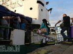 pemudik-naik-kapal-lewat-pelabuhan-tanjung-perak_20170627_230544.jpg