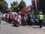 pengendara-sepeda-motor-di-kediri-diminta-nyanyikan-lagu-indonesia-raya.jpg