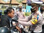 pengendara-sepeda-motor-tanpa-masker-kabupaten-bangkalan.jpg