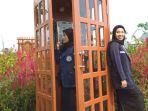 pengunjung-berfoto-di-salah-satu-bagian-taman-bunga-celocenangkula-park.jpg