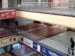 pengunjung-melintas-di-thr-hitech-mall.jpg