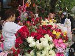 penjual-bunga-di-jalan-kayoon.jpg