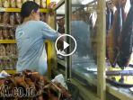 penjual-ikan-bandeng-asap-di-surabaya_20170701_203657.jpg