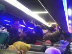 penumpang-bus-berjubel_20170831_220045.jpg